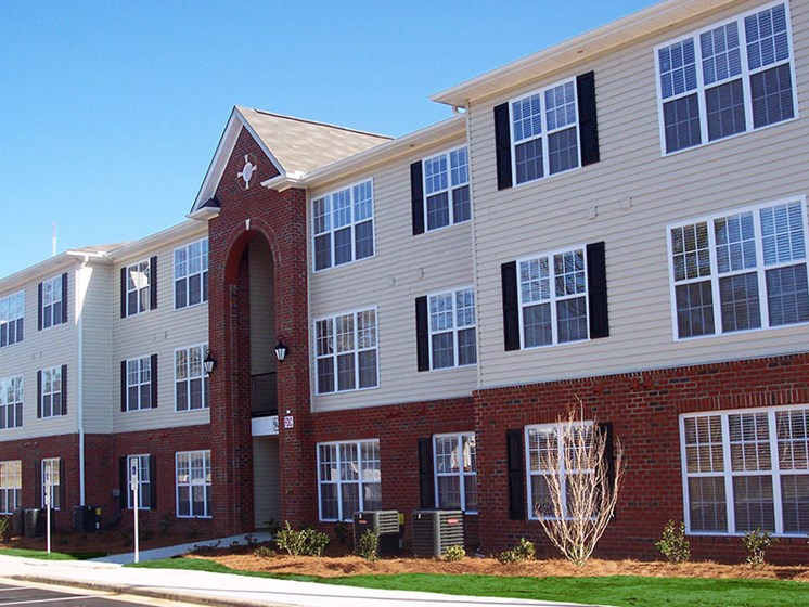 Fayetteville, NC apartments at Crescent Commons