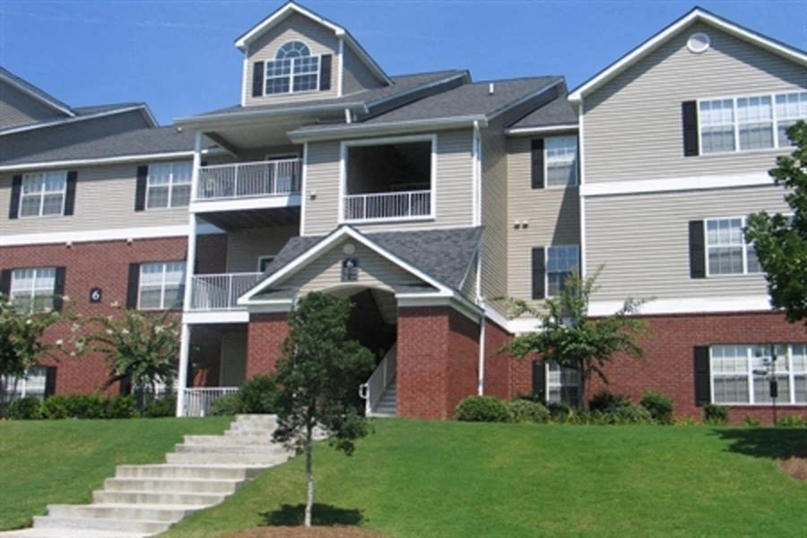 Exterior of TEN35Alexander apartments in Augusta, GA