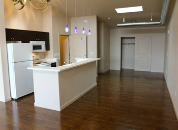 1690 S. Wells Avenue Studio-2 Beds Apartment for Rent Photo Gallery 1