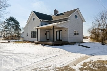 109 W Main St 4 Beds House for Rent Photo Gallery 1