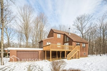 113 SUMMIT DR 4 Beds House for Rent Photo Gallery 1