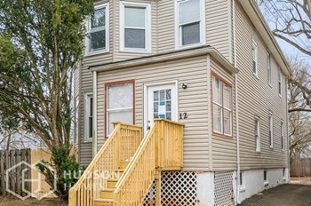 12 Fairview Ave Unit 2 2 Beds House for Rent Photo Gallery 1