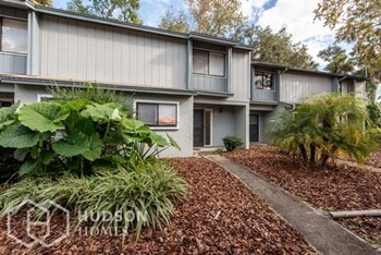 15 Fair Oaks 2 Beds House for Rent Photo Gallery 1