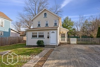 196 Franklin Ave 2 Beds House for Rent Photo Gallery 1