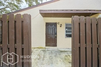 2011 Oleander Blvd Apt C 1 Bed House for Rent Photo Gallery 1