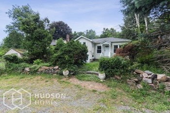 22 Larch Dr 3 Beds House for Rent Photo Gallery 1