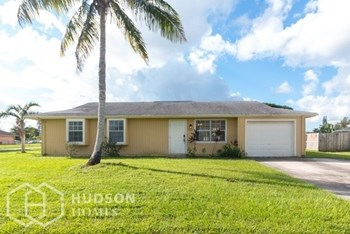 302 Ne Camelot Dr 3 Beds House for Rent Photo Gallery 1