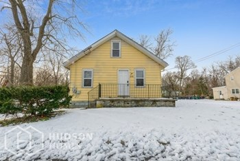 330 LARCH AVE 2 Beds House for Rent Photo Gallery 1