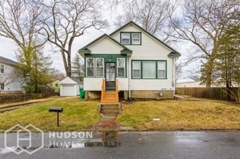 33 BIRCHWOOD AVE 2 Beds House for Rent Photo Gallery 1