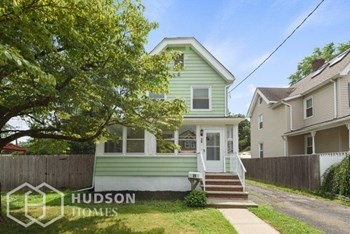 39 Harrison Ave 2 Beds House for Rent Photo Gallery 1