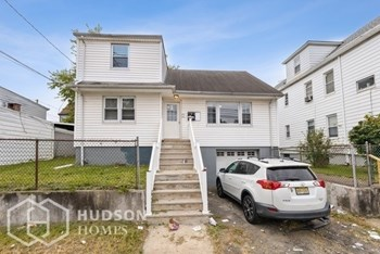 472- 474 21St Ave Unit 1 3 Beds House for Rent Photo Gallery 1