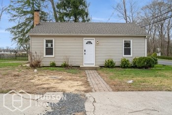 477 LAKEWOOD FARMIN 2 Beds House for Rent Photo Gallery 1