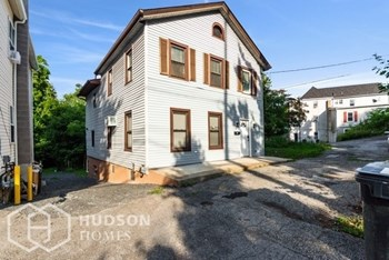 47 S MONTGOMERY ST 3 Beds House for Rent Photo Gallery 1