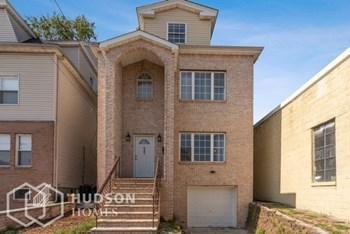 547 Elm St  Unit 1 3 Beds House for Rent Photo Gallery 1