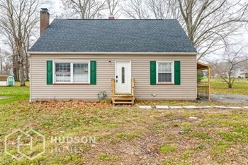565 NORTH MAPLE ST 4 Beds House for Rent Photo Gallery 1