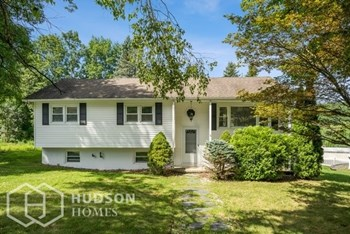 5 CLOVER LN 4 Beds House for Rent Photo Gallery 1
