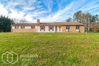 687 EAYRESTOWN ROAD 2 Beds House for Rent Photo Gallery 1