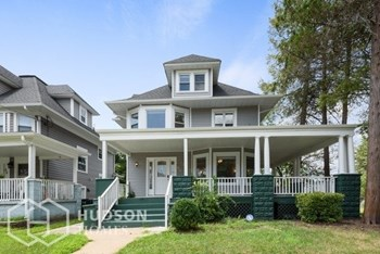 704 CARLTON AVE 6 Beds House for Rent Photo Gallery 1