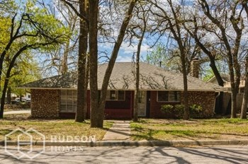 7400 N W 18Th St 3 Beds House for Rent Photo Gallery 1
