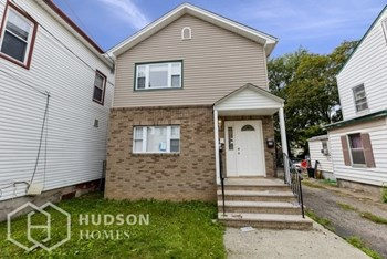 23 -25 Ryerson Aven Unit 1 2 Beds House for Rent Photo Gallery 1