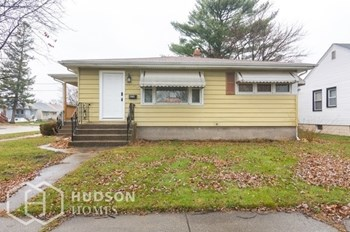 674 MEMORIAL DR 2 Beds House for Rent Photo Gallery 1