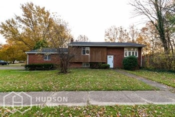 6 Bronson St, Berea OH 44017 4 Beds House for Rent Photo Gallery 1