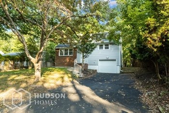 8 IROQUOIS AVE 3 Beds House for Rent Photo Gallery 1