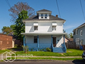 100 Grand Street 3 Beds House for Rent Photo Gallery 1