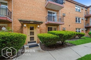 1723 W TOUHY AVE APT 4 2 Beds House for Rent Photo Gallery 1
