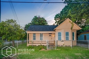 2501 Chapman 2 Beds House for Rent Photo Gallery 1