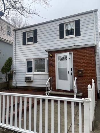 161 WINFFIELD AVE 3 Beds House for Rent Photo Gallery 1