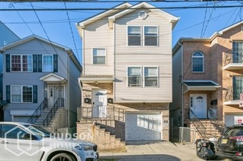 121 12Th Avenue Unit 2 2 Beds House for Rent Photo Gallery 1