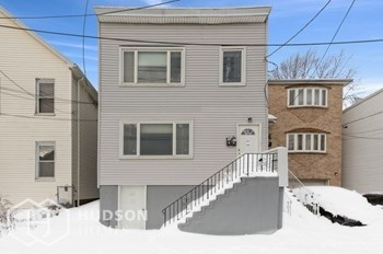135 AVENUE E Unit 2 2 Beds House for Rent Photo Gallery 1