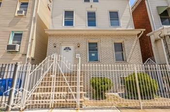 290 BROAD STREET Unit 2 2 Beds House for Rent Photo Gallery 1