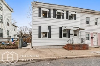 47 BUTTONWOOD ST 2 Beds House for Rent Photo Gallery 1