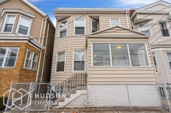 251 MAPLE ST Unit 2 2 Beds House for Rent Photo Gallery 1
