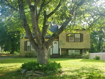 96 BOXWOOD RD 3 Beds House for Rent Photo Gallery 1
