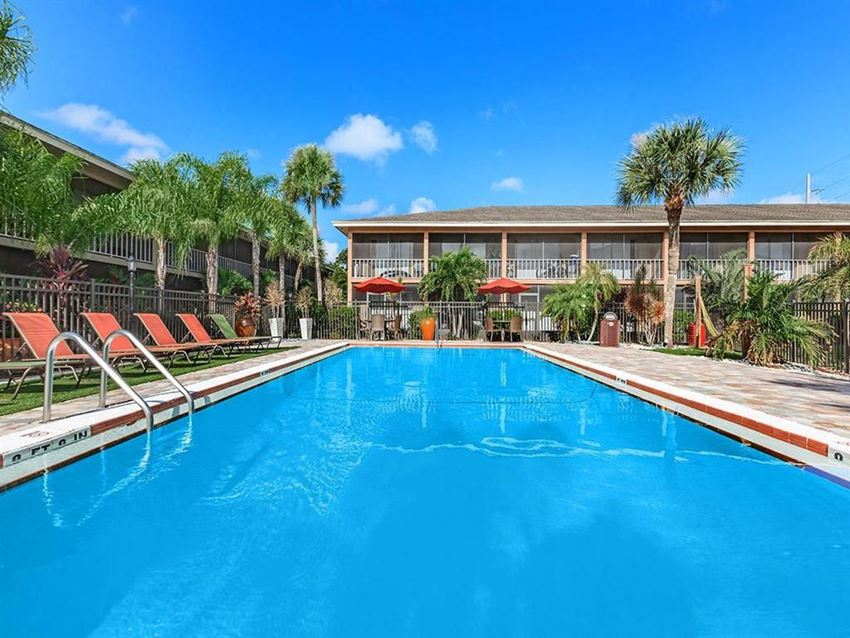 carlyle court apartments pool