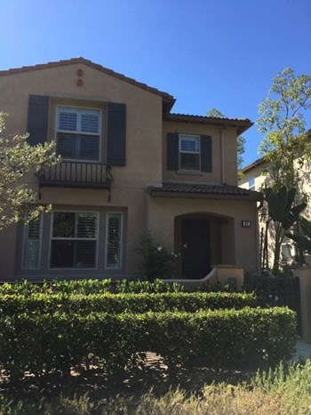 67 Courant 3 Beds Condo for Rent Photo Gallery 1
