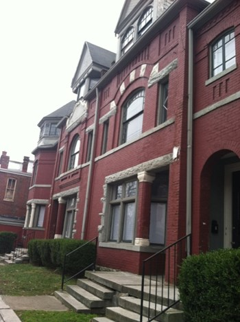 116 W Oak St 3 Beds Apartment for Rent Photo Gallery 1