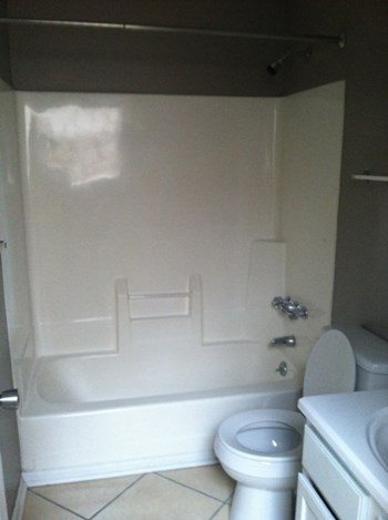 114 W Oak St 3 Beds Apartment for Rent Photo Gallery 1