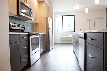 955 West 17th Place 2 Beds Apartment for Rent Photo Gallery 1