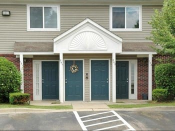 34200 Pinewoods Village 2-3 Beds Apartment for Rent Photo Gallery 1