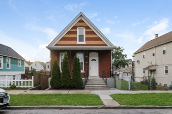 10710 S Green Bay Avenue 4 Beds House for Rent Photo Gallery 1