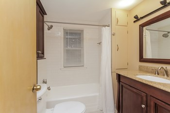 13053 S Escanaba Ave 3 Beds House for Rent Photo Gallery 1