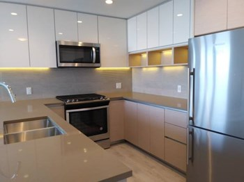 1602-8850 University Crescent 3 Beds Apartment for Rent Photo Gallery 1