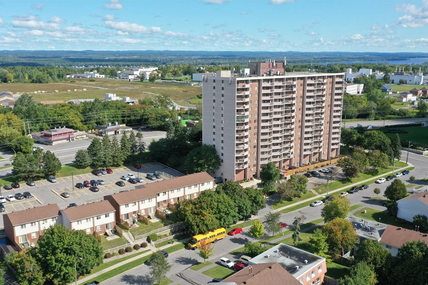Concorde Apartments and Townhouses in Ottawa, ON exterior of properties