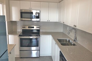 555 Sheppard Avenue West 1-3 Beds Apartment for Rent Photo Gallery 1