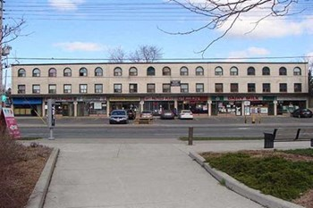 5072 Dundas Street W. 3 Beds Apartment for Rent Photo Gallery 1