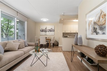 1590 Henderson Hwy 1 Bed Apartment for Rent Photo Gallery 1